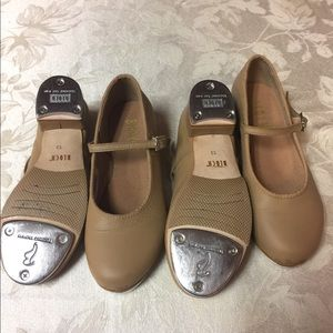 Girls buckle tap shoe